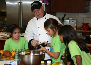 In this hands-on class, children take part in preparing their natural meal.